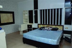 Maple-wood-Master-bedroom-1024x679