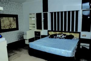Maple-wood-Master-bedroom